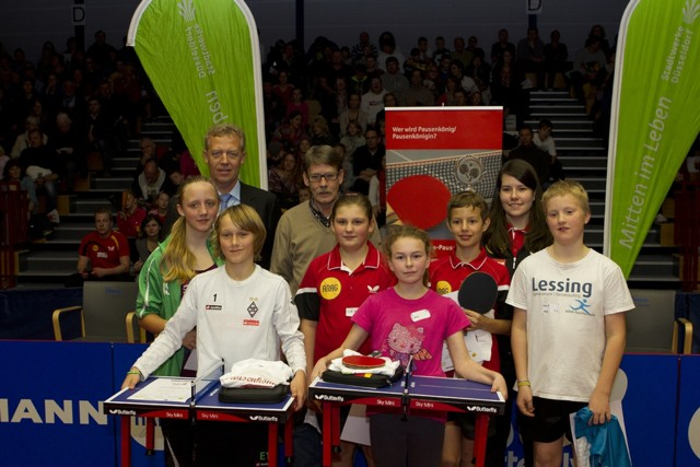 Tischtennis: Jan Olschowsky (6b) erspielt eine  Tischtennis-Allwetterplatte für den Schulhof