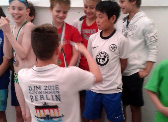 Nachwuchstalente am Lessing: Julian Hageschulte schwimmt zu Medaillen