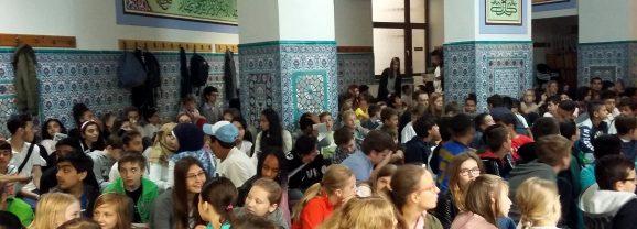 """""""Einander auf Augenhöhe begegnen"""" – interreligiöser Dialog in der Moschee Ackerstraße"""